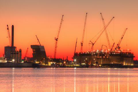 De grote zeesluis in IJmuiden bij zonsopkomst. Foto: Marc Brink, BK ingenieurs
