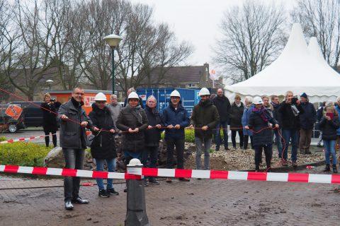 eerste sloophandeling Heerenhage door wethouder Jaap van Veen, Heerenveen.